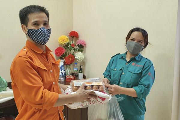 Các suất thực phẩm của JVNET đã được trao đến tận tay của mỗi công nhân