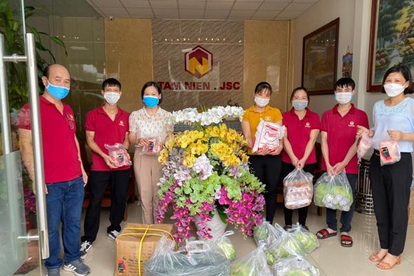 JVNET hỗ trợ thực phẩm cho công nhân